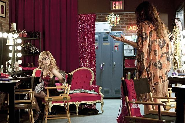 Sarah Michelle Gellar and Nikki Deloach in Ringer (2011)