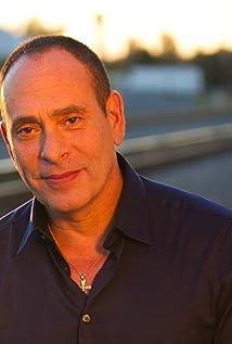Aktori Nestor Serrano