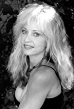 Linnea Quigley's primary photo