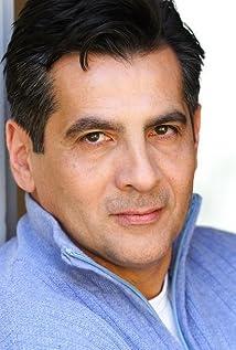 Aktori Louis Perez