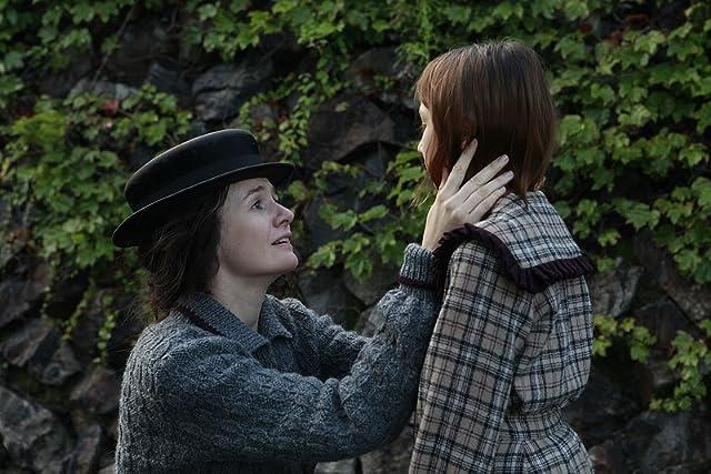 Emily Mortimer in Leonie (2010)