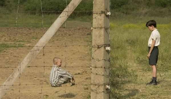 Asa Butterfield and Zac Mattoon O'Brien in The Boy in the Striped Pajamas (2008)