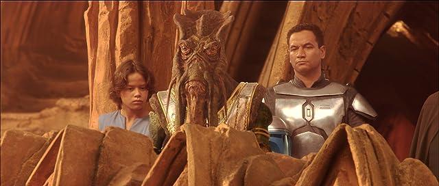 Daniel Logan and Temuera Morrison in Star Wars: Episode II - Attack of the Clones (2002)