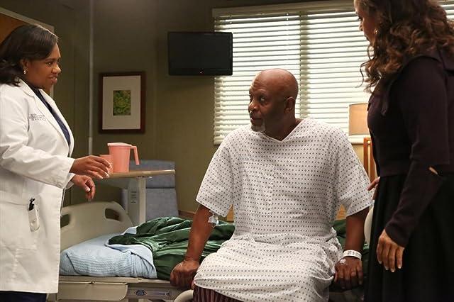 Debbie Allen, James Pickens Jr., and Chandra Wilson in Grey's Anatomy (2005)