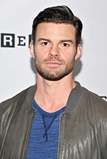 Daniel Gillies Picture