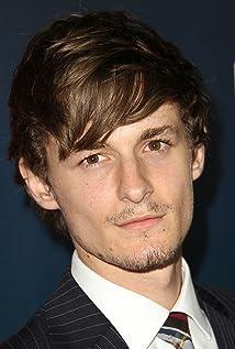 Aktori Giles Matthey