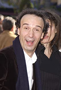 Roberto Benigni earned a  million dollar salary, leaving the net worth at 15 million in 2017
