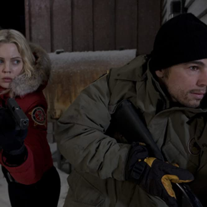 Josh Hartnett and Melissa George in 30 Days of Night (2007)
