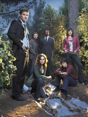 David Boreanaz, Jonathan Adams, Michaela Conlin, Emily Deschanel, T.J. Thyne, and Eric Millegan in Bones (2005)