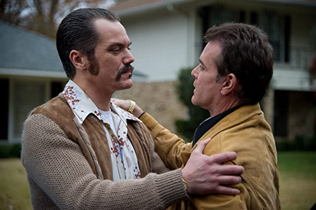 Ray Liotta and Michael Shannon in The Iceman (2012)