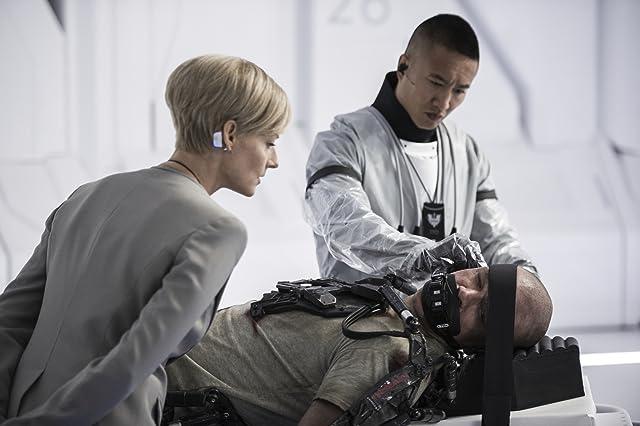 Jodie Foster, Matt Damon, and Terry Chen in Elysium (2013)