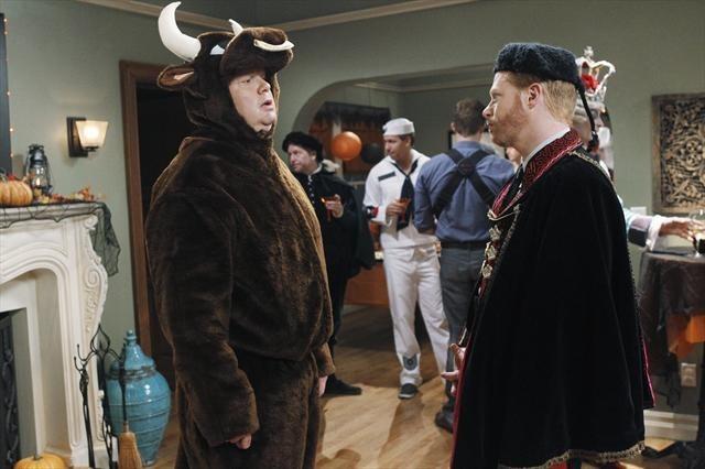 Jesse Tyler Ferguson and Eric Stonestreet in Modern Family (2009)