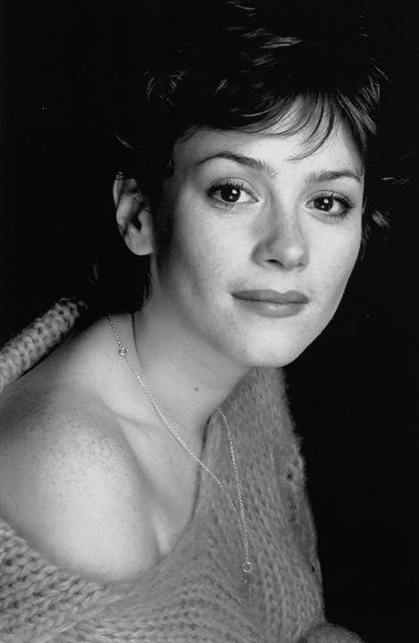 Anna Friel in An Everlasting Piece (2000)