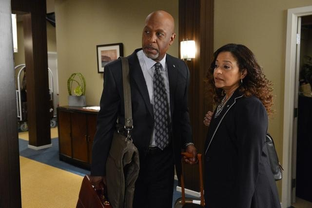Debbie Allen and James Pickens Jr. in Grey's Anatomy (2005)
