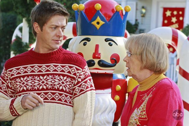 Kathryn Joosten and Kevin Rahm in Desperate Housewives (2004)