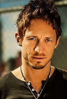 Aktori Bradley Stryker