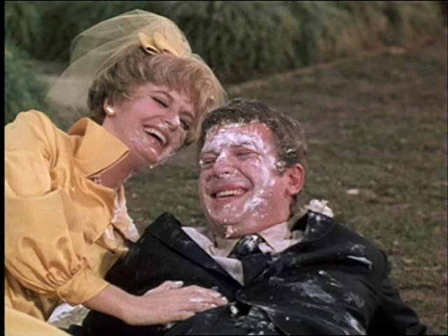 Florence Henderson and Robert Reed in The Brady Bunch (1969)