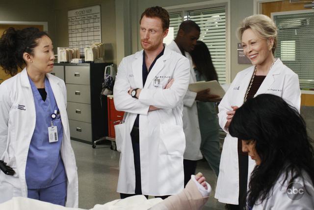Faye Dunaway, Kevin McKidd, Sandra Oh, and Sara Ramirez in Grey's Anatomy (2005)
