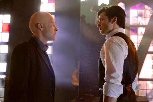 Michael Rosenbaum and Tom Welling in Smallville (2001)