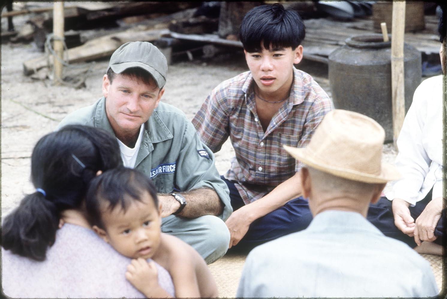 ผลการค้นหารูปภาพสำหรับ Good Morning, Vietnam (1987)