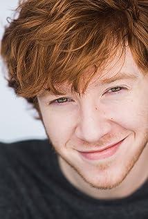 Aktori Grayson Russell