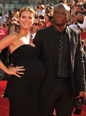 Heidi Klum and Seal at event of The 61st Primetime Emmy Awards