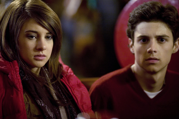 Shailene Woodley and Ken Baumann in The Secret Life of the American Teenager (2008)