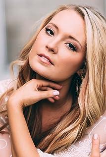 Janelle Arthur Picture