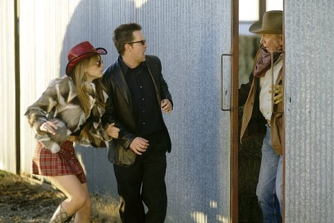 Elizabeth Hurley, Matthew Perry, and Don Pirl in Serving Sara (2002)