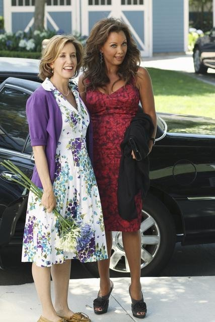 Vanessa Williams and Felicity Huffman in Desperate Housewives (2004)