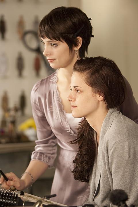 Kristen Stewart and Ashley Greene in The Twilight Saga: Breaking Dawn - Part 1 (2011)