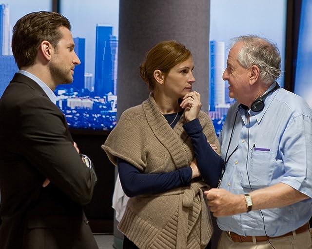Julia Roberts, Garry Marshall, and Bradley Cooper in Valentine's Day (2010)