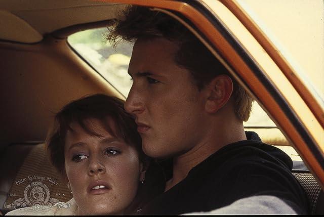 Mary Stuart Masterson and Sean Penn in At Close Range (1986)