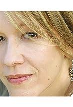 Linda Emond's primary photo