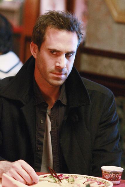 Joseph Fiennes in Flashforward (2009)