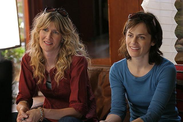 Laura Dern and Sarah Clarke in Happy Endings (2005)
