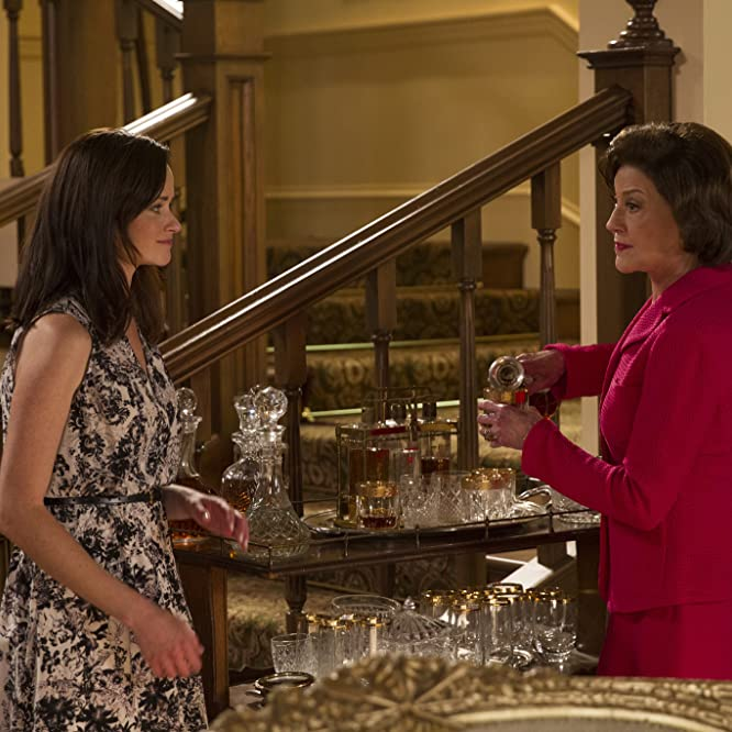 Kelly Bishop and Alexis Bledel in Gilmore Girls: A Year in the Life (2016)