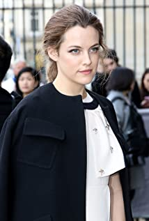 Aktori Riley Keough