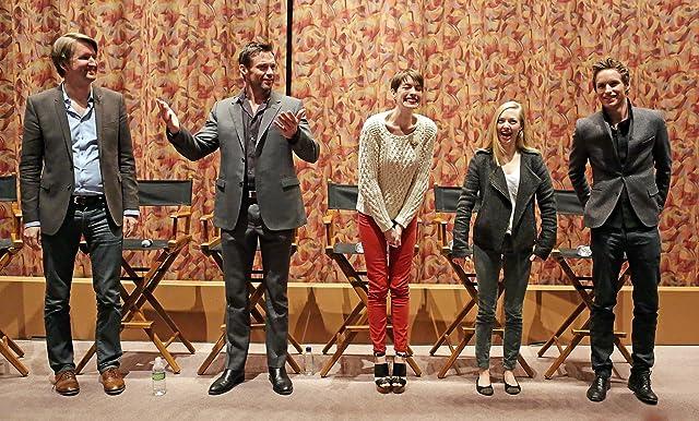 Anne Hathaway, Tom Hooper, Hugh Jackman, Amanda Seyfried, and Eddie Redmayne at Les Misérables (2012)