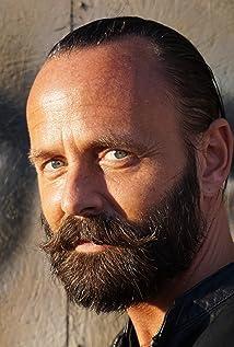 Aktori Joel McNichol