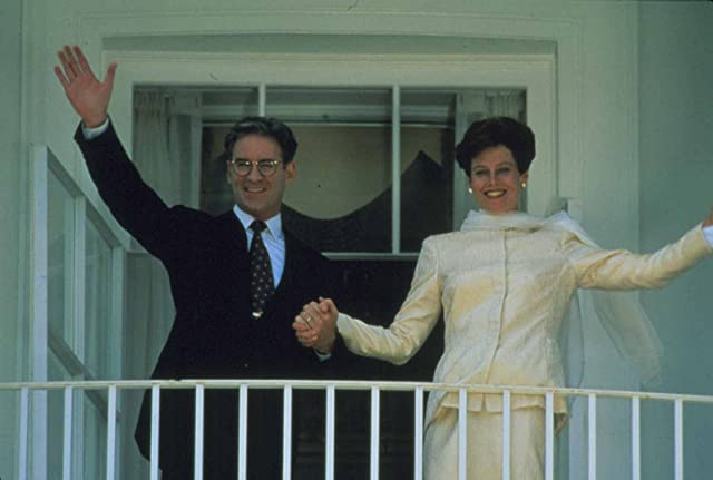 Kevin Kline and Sigourney Weaver in Dave (1993)