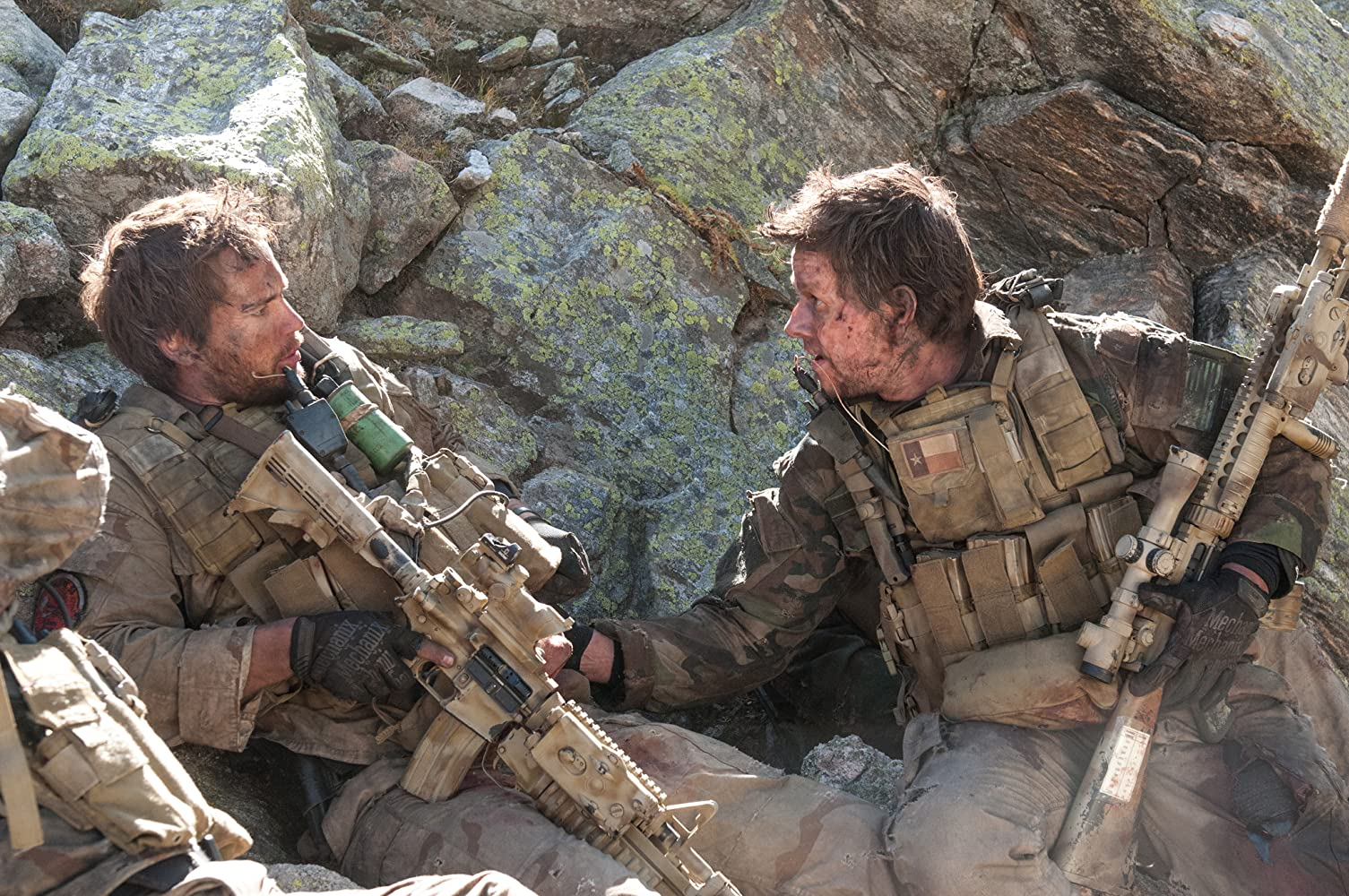 Mark Wahlberg and Taylor Kitsch in Lone Survivor (2013)