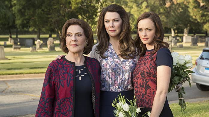 Kelly Bishop, Alexis Bledel, and Lauren Graham in Gilmore Girls: A Year in the Life (2016)