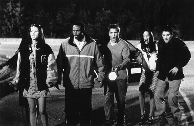 Shannon Elizabeth, Jon Abrahams, Anna Faris, Lochlyn Munro, and Shawn Wayans in Scary Movie (2000)