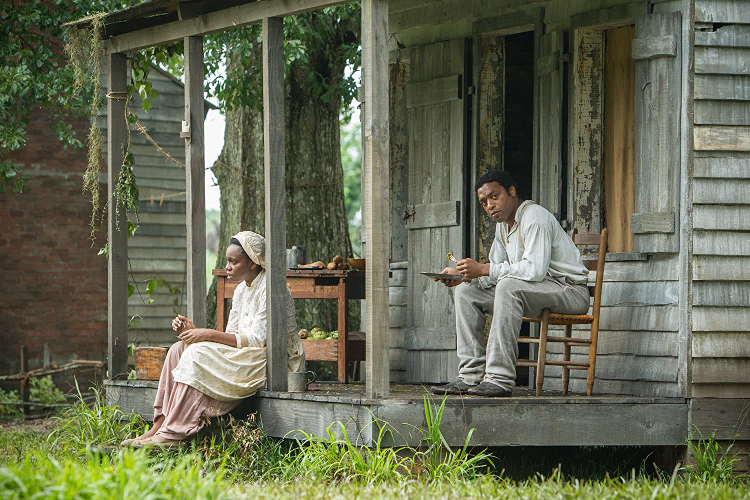 Chiwetel Ejiofor and Adepero Oduye in 12 Years a Slave (2013)