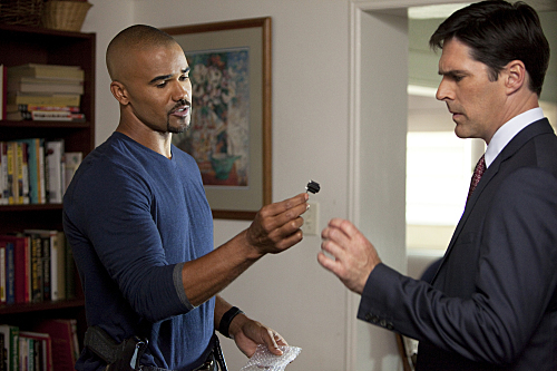 Thomas Gibson and Shemar Moore in Criminal Minds (2005)