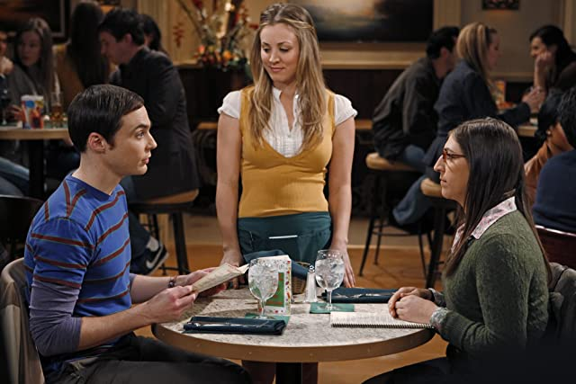 Mayim Bialik, Kaley Cuoco, and Jim Parsons in The Big Bang Theory (2007)
