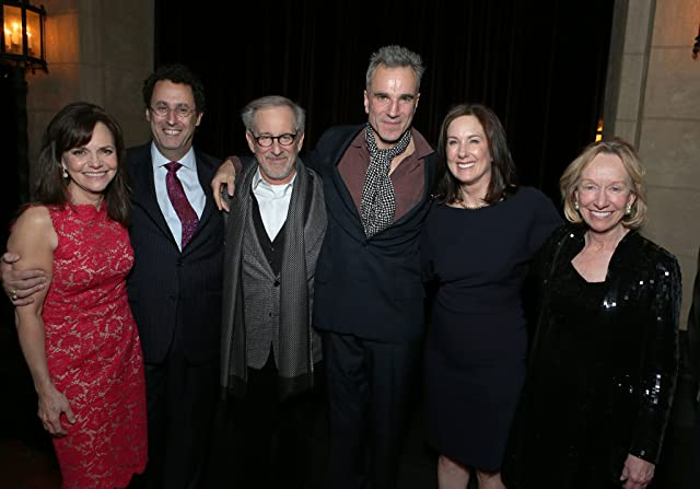 Steven Spielberg, Daniel Day-Lewis, Sally Field, Kathleen Kennedy, Doris Kearns Goodwin, and Tony Kushner at Lincoln (2012)