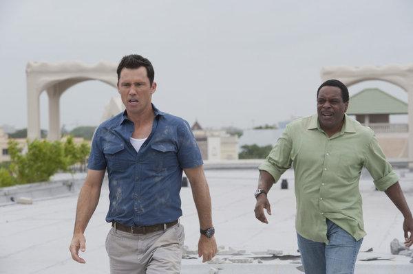Chad L. Coleman and Jeffrey Donovan in Burn Notice (2007)