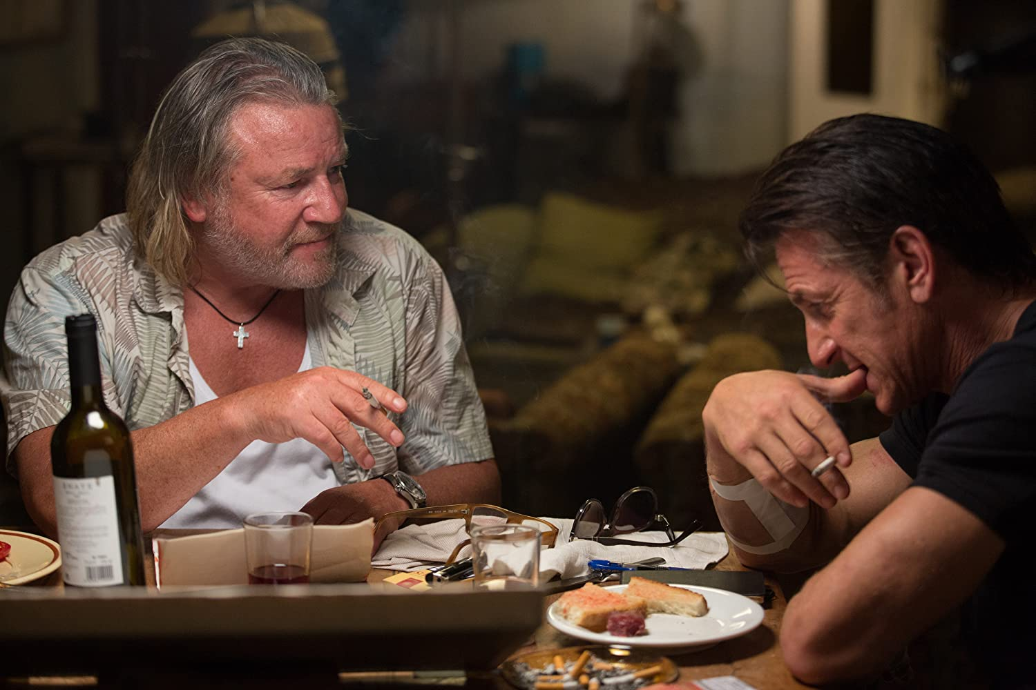 Sean Penn and Ray Winstone in The Gunman (2015)